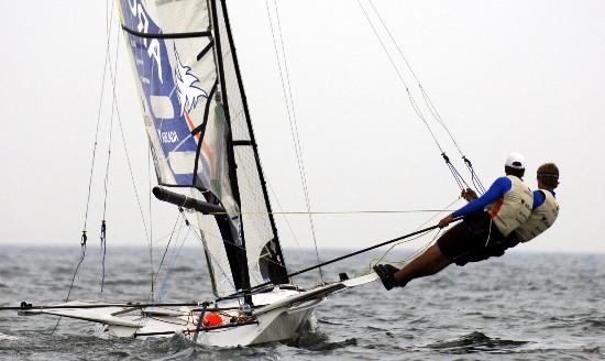 图文-2007青岛国际帆船赛练习赛 芬兰选手在49人级