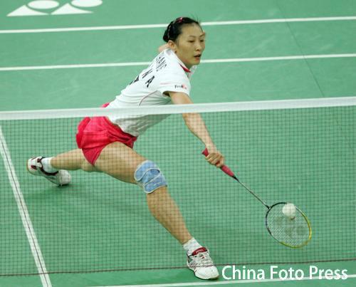 图文-羽毛球世锦赛张宁顺利晋级张宁大跨步救球