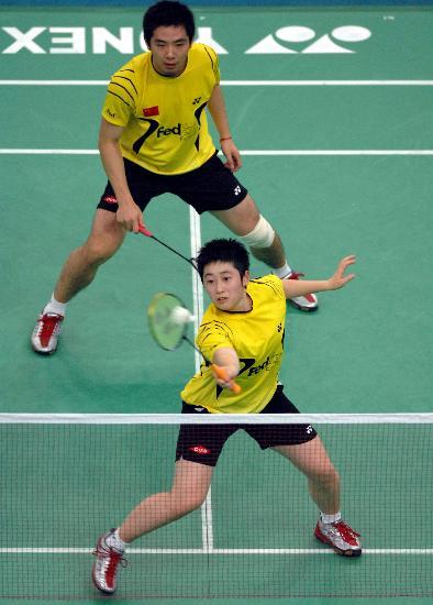 图文-羽球世锦赛何汉斌/于洋晋级于洋网前截杀