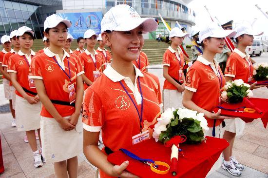 图文-青岛奥帆中心举行颁奖演练 志愿者参加演练