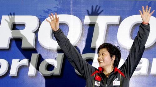 羽球世锦赛女单朱琳夺冠领奖台上傲气十足