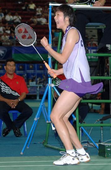羽毛球世锦赛朱琳夺冠紫衣朱琳获胜后欢呼