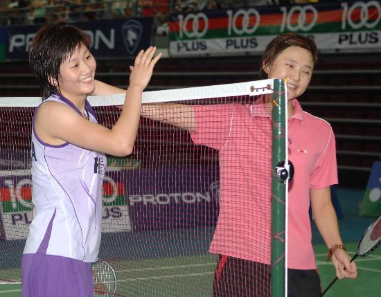 羽毛球世锦赛朱琳夺冠朱琳王晨友好致意