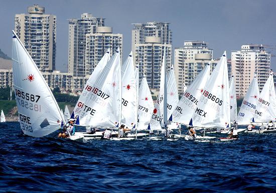 图文-青岛国际帆船赛激战正酣 各国选手乘风破浪