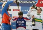 图文-国际小轮车世界杯北京站落幕鲁宾逊接受祝贺