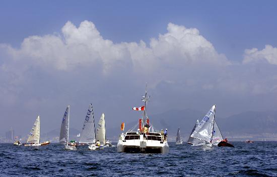 图文-青岛国际帆船赛芬兰人级比赛 比赛区域