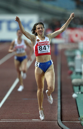 图文-世锦赛女子3000米障碍赛沃尔科娃庆祝冠军