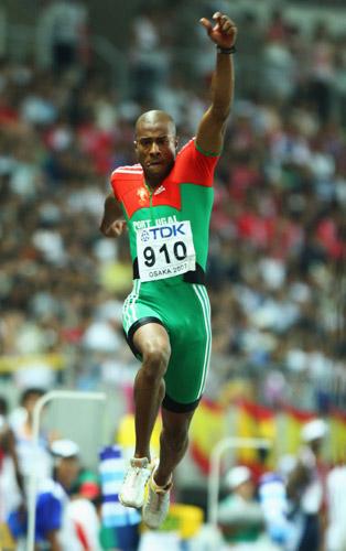 图文-世锦赛男子三级跳远决赛这一跳跳出世界冠军