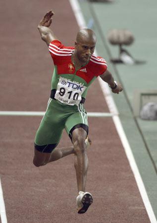 图文-田径世锦赛男子三级跳远决赛埃沃拉略显消瘦
