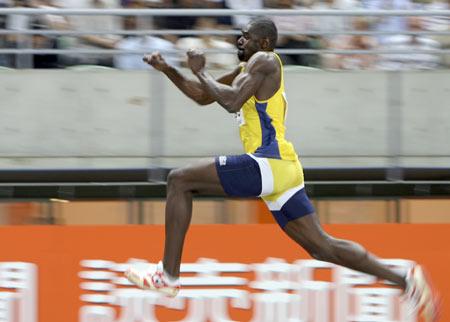 男子三级跳_图文-世锦赛男子三级跳远决赛 格雷戈里奥飞身一跃
