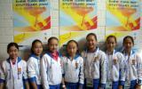 图文-体操队备战07世锦赛七朵中国金花合影
