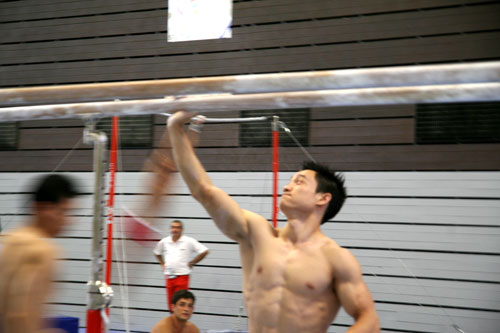 图文-体操队备战07世锦赛众人瞩目全能王