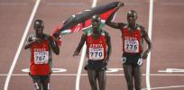 图文-田径世锦赛男子3000米障碍赛接受观众欢呼