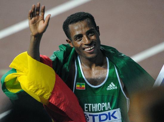 图文-田径世锦赛男子万米决出金牌贝克勒热情招手