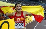 图文-田径世锦赛女子800米决赛马丁内斯身披国旗