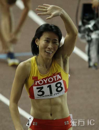 图文-田径世锦赛女子400米栏半决赛黄潇潇庆祝晋级