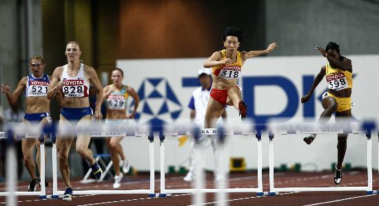 图文-田径世锦赛女子400米栏黄潇潇优势明显