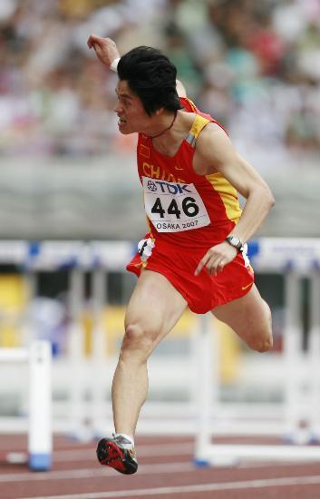 图文-邢衍安晋级110米栏半决赛冲刺瞬间