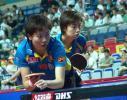 图文-中国乒球赛女双1/4决赛李晓霞准备发球