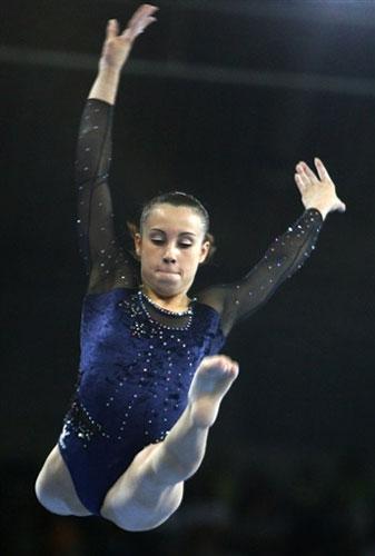 图文-体操世锦赛女团预赛首日费拉里轻盈跃起