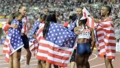 图文-世锦赛男子4x100米接力决赛美国男女队庆祝