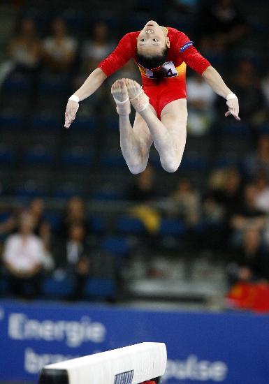 图文-体操世锦赛女子资格赛举行何宁高难动作