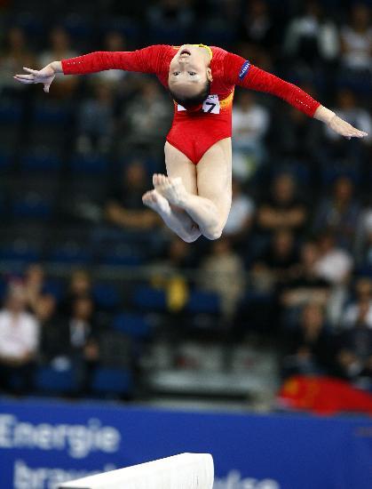 图文-体操世锦赛女子资格赛举行曼妙的空中姿态
