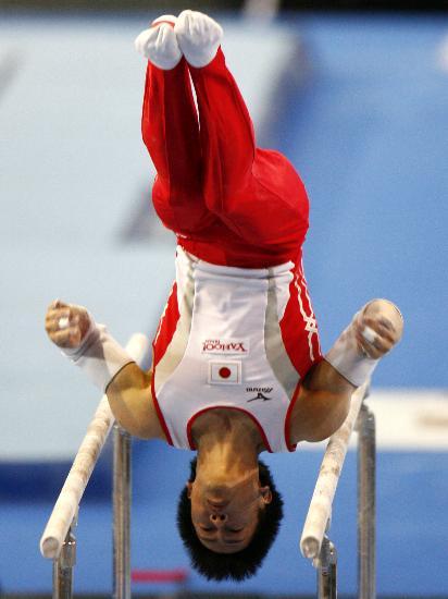 图文-体操世锦赛男子资格赛富田洋之双杠得高分