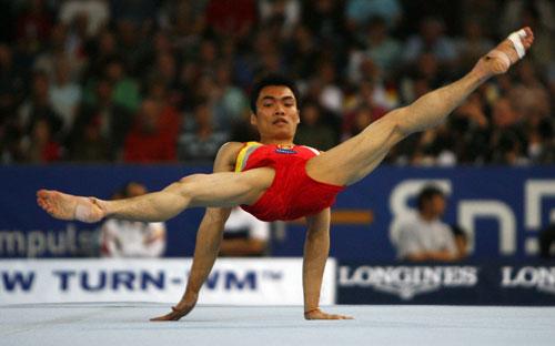 图文-体操世锦赛男团决赛梁富亮动作舒展飘逸