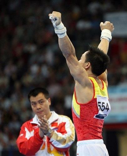 图文-体操世锦赛男子全能杨威夺冠杨威振臂庆祝
