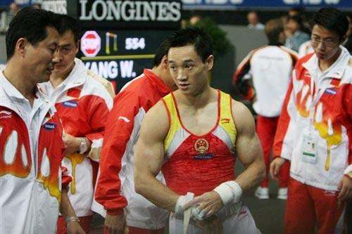 图文-体操世锦赛男子全能杨威夺冠杨威等待结果