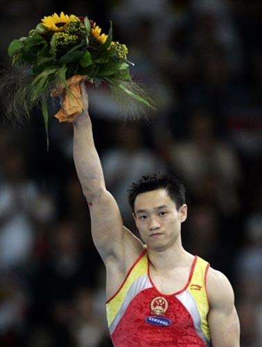 图文-体操世锦赛男子全能杨威夺冠杨威神色平静