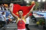 图文-体操世锦赛男子全能杨威夺冠高举国旗庆胜利