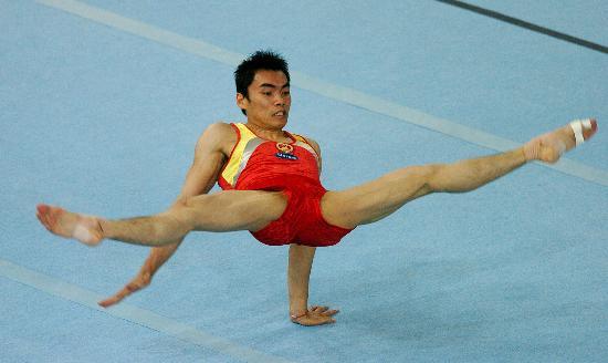 图文-体操世锦赛男子全能决赛梁富亮有些紧张