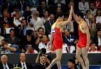 图文-体操世锦赛男子全能决赛中国两将相互鼓励