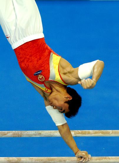 图文-体操世锦赛男子全能决赛梁富亮杠上翻飞