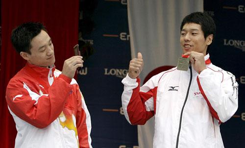 图文-体操世锦赛男子全能决赛杨威让水鸟寿思折服