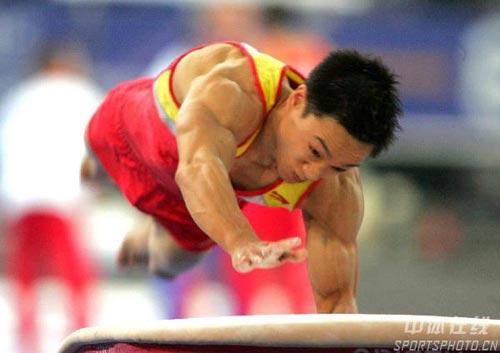 图文-体操世锦赛男子全能杨威夺冠杨威奋力一跃