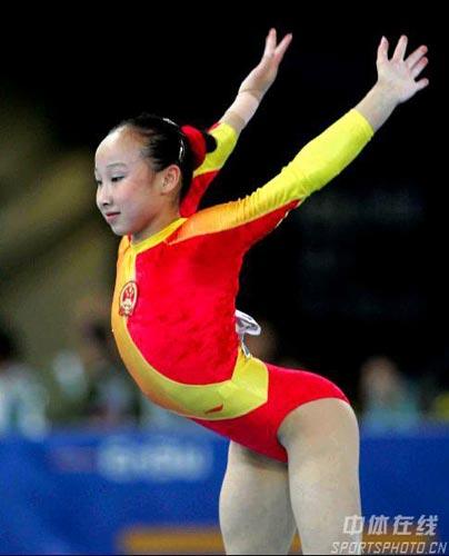 图文-体操世锦赛女子全能决赛肖莎柔韧性极佳
