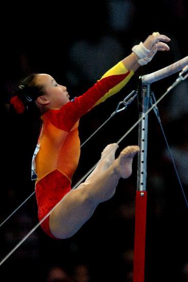 图文-体操世锦赛女子全能肖莎第七高低杠上翻飞
