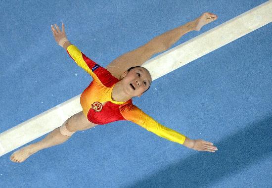 图文-体操世锦赛女子全能肖莎第七平衡木上跳跃