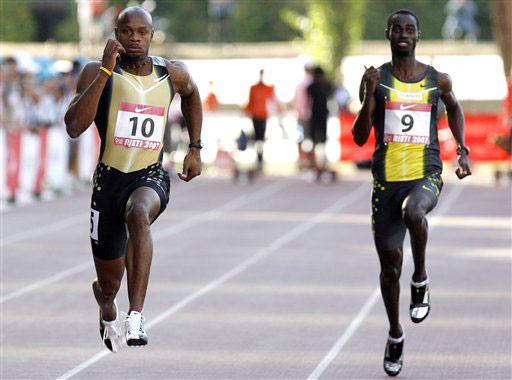 图文-牙买加鲍威尔破百米世界纪录和对手决一雌雄