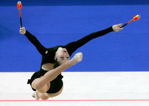 图文-艺体世锦赛个人全能决赛贝索诺娃柔韧体态