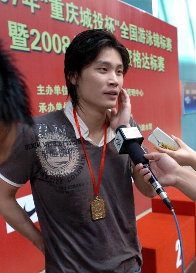 图文-全国游泳锦标赛欧阳鲲鹏100米称王接受采访