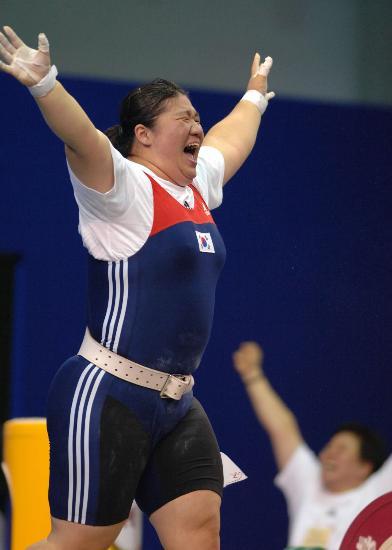图文-举重世锦赛+75公斤级张美兰夺两金欢呼胜利