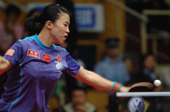 图文-女乒世界杯王楠胜张怡宁夺冠正手大力进攻