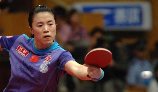 图文-女乒世界杯王楠胜张怡宁夺冠反手快速回球
