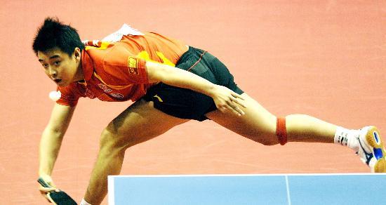 图文-乒球世界杯中国男团进入半决赛王皓回头望月