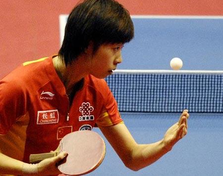 图文-乒球世界杯女团中国队夺冠张怡宁发球寻变化
