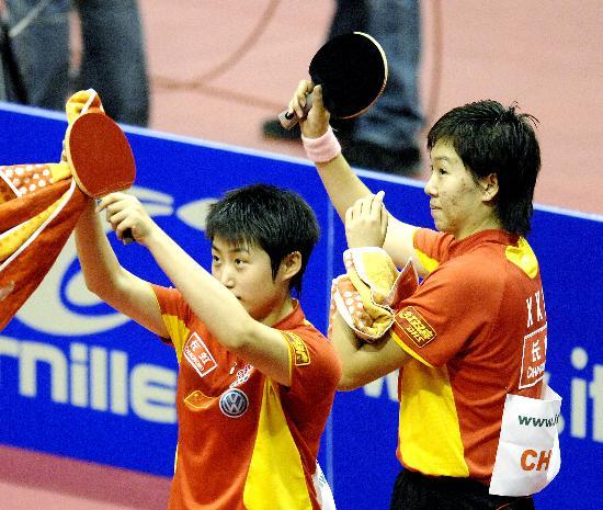 图文-乒球世界杯女团中国队夺冠郭跃晓霞欢庆胜利